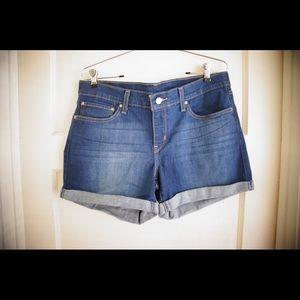 Women Levi's Blue Denim Rolled Up Shorts size 31